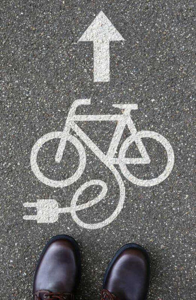 Sigle vélo électrique sur la route