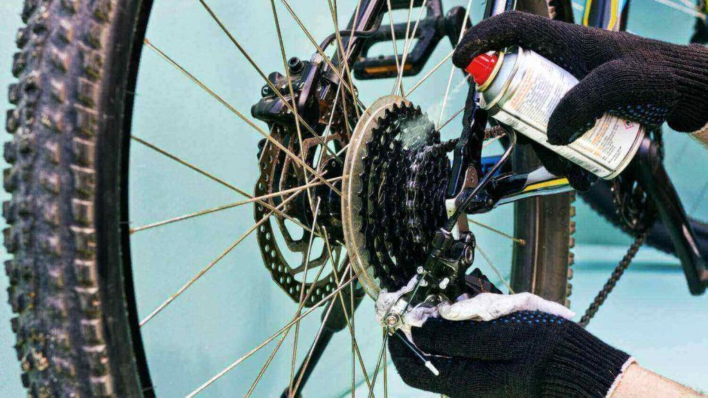 Comment graisser la chaîne du vélo électrique