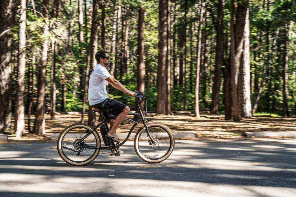 Balade sur un vélo électrique