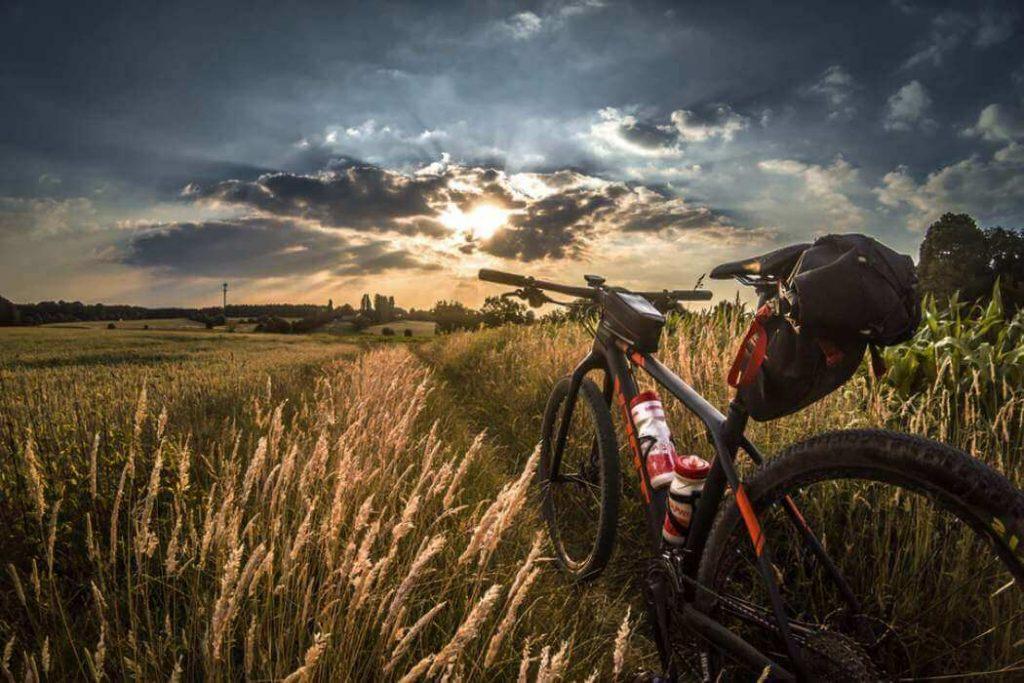Vélo électrique dans la campagne