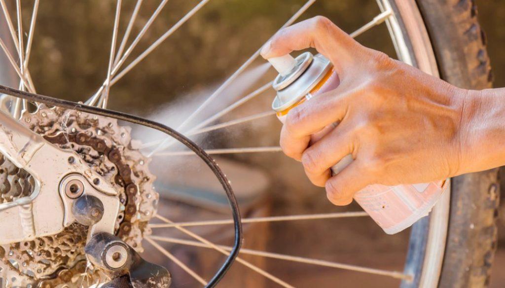 Huile pour entretenir vélo électrique